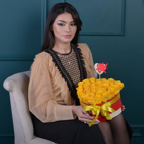 35 желтых роз в коробки в форме сердца