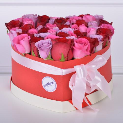 """51 роза """"Ягодный микс"""" в коробки в форме сердца"""