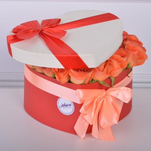 51 мандариновая роза в коробки в форме сердца