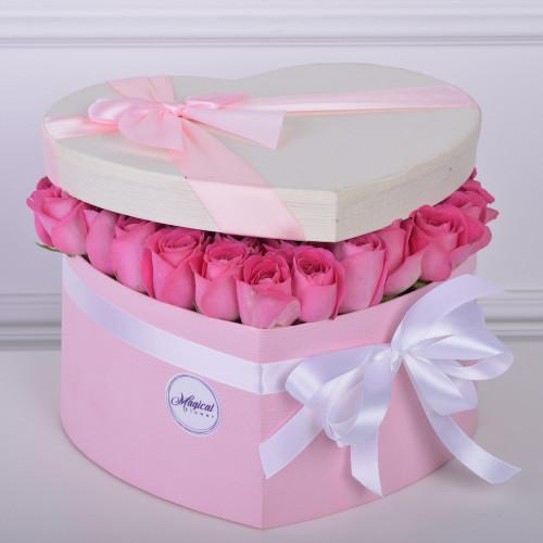 51 розовая роза в коробки в форме сердца