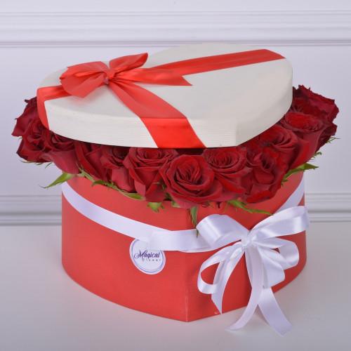 51 красная роза в коробки в форме сердца