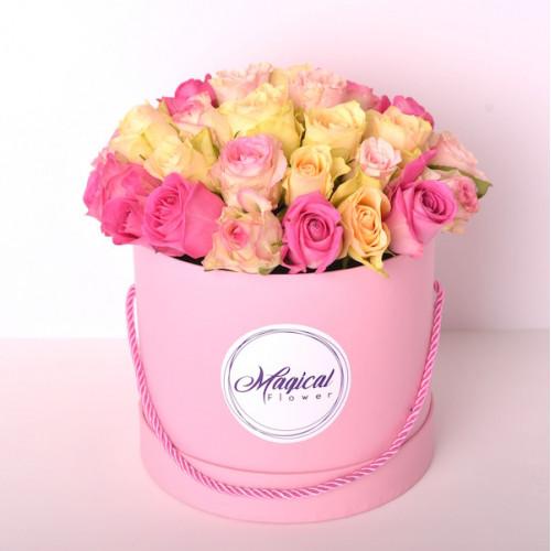 Шляпная коробка с букетом из 35 роз