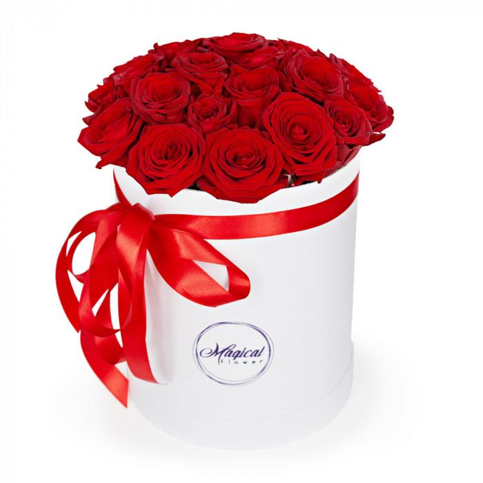 Шляпная коробка с букетом из 25 розы