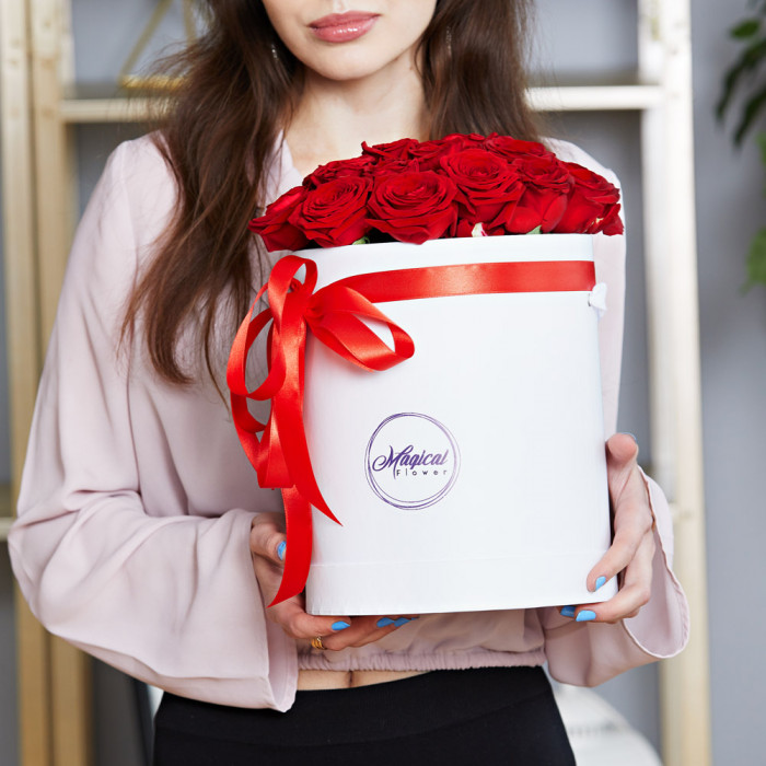 Шляпная коробка с букетом из 25 розы (Premium)